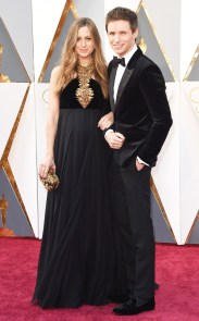 rs_634x1024-160228161903-634.Eddie-Redmayne-Hannah-Redmayne-Academy-Awards-Arrivals-ms.022816