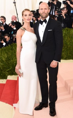 rs_634x1024-160502161704-634-MET-GALA-Arrivals-Rosie-Huntington-Whiteley-Jason-Statham.ms.50216