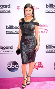 rs_634x1024-160522154710-634-idina-menzel-2016-billboard-music-awards