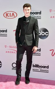 rs_634x1024-160522160302-634.Shawn-Mendes-Billboard-Music-Awards.tt.052216