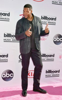 rs_634x1024-160522165015-634.Michael-Strahan-Billboard-Music-Awards.tt.052216