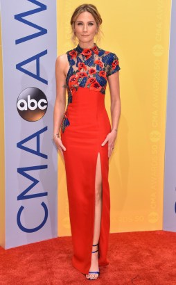 rs_634x1024-161102165247-634-jennifer-neetles-cma-awards