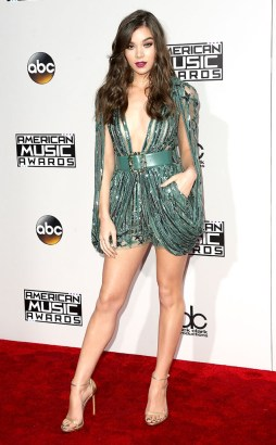rs_634x1024-161120165203-634-hailee-steinfeld-2016-american-music-awards-kg-112016