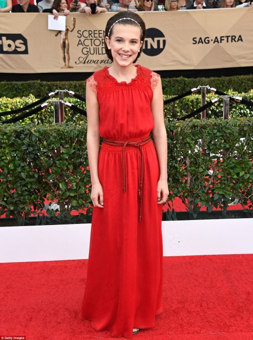 3ca3513c00000578-4160868-starlet_stranger_things_star_millie_bobby_brown_opted_for_a_flow-m-118_1485731476396
