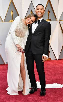 rs_634x1024-170226155514-634-chrissy-teigen-john-legend-oscars-hollywood-kg-022617