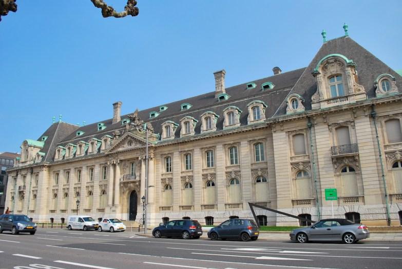 building on Avenue de la Liberté