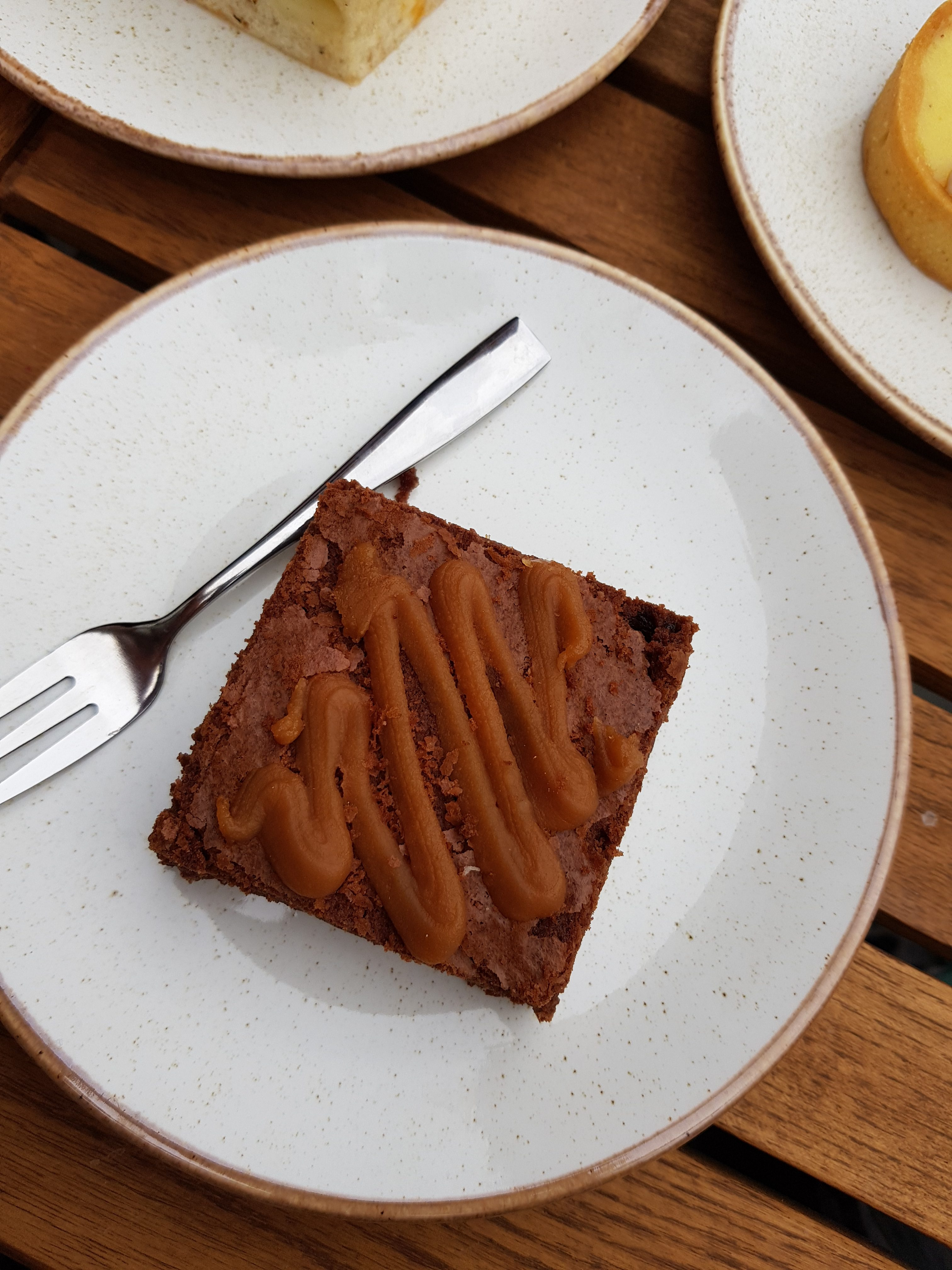 Bridge Baker review on Wandsworth Bridge road, Fulham. Vegetarian friendly, brunch available. Some Vegan options. chocolate butterscotch brownie