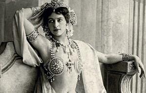 Mata Hari – Her personal scrapbooks are being exhibited in Leeuwarden
