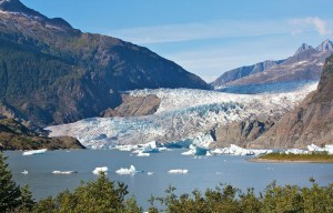 Mendenhall Glacier – The ice valley and the crystal caves in Juneau
