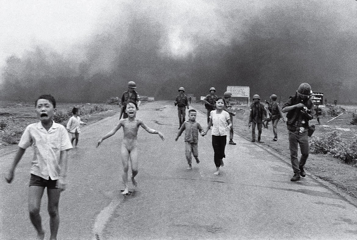 """Napalm Girl"" – Bombs hits the soul and body of a girl in Trảng Bàng"