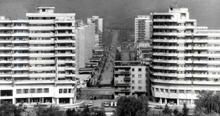 Moving a 7,600 ton apartment building to create a boulevard in Alba Iulia