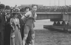 Harry Houdini – The magician's leap from the Harvard Bridge in Boston
