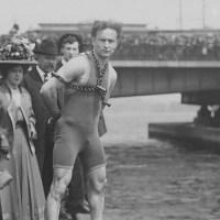 Harry Houdini - The magician's leap from the Harvard Bridge in Boston