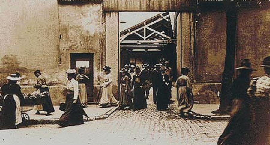 La Sortie de l'Usine Lumière – The Lumière brothers' first film in Lyon