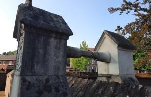 Graf met de handjes – The graves of eternal love in Roermond