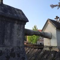 Graf met de handjes - The graves of eternal love in Roermond