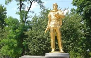 "Anatoliy Solovianenko – The statue of the ""Golden voice"" in Donetsk"