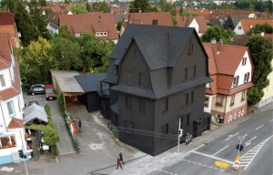 Haus in Schwarz – The black house once existed in Möhringen