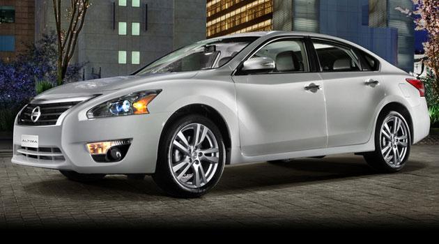 Nissan Altima 2014 continúa liderando el segmento de los sedanes medianos