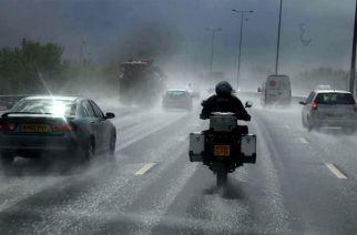 Consejos prácticos para manejar motocicleta en lluvia