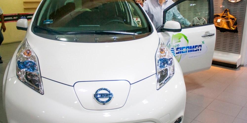Nissan entrega la primera flotilla de LEAF en México
