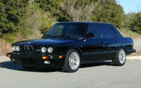 1988_BMW_e28_M5_Sedan_Front_1