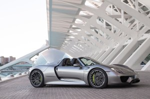 2015-porsche-918-spyder-side-three-quarter-02