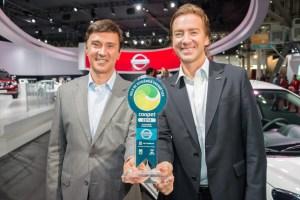 Nissan recebe prêmio de eficiência energética no Salão Internacional do Automóvel de São Paulo