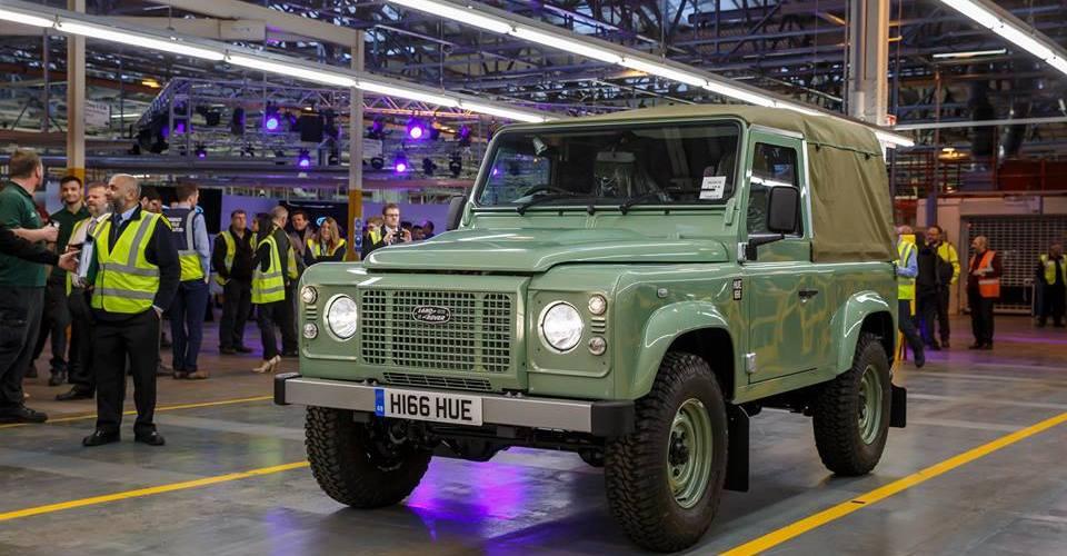Ahora sí, adiós Land Rover Defender… El último sale de Solihull