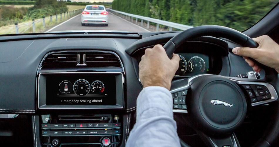 Jaguar + Ford + Tata Motors = comunicación