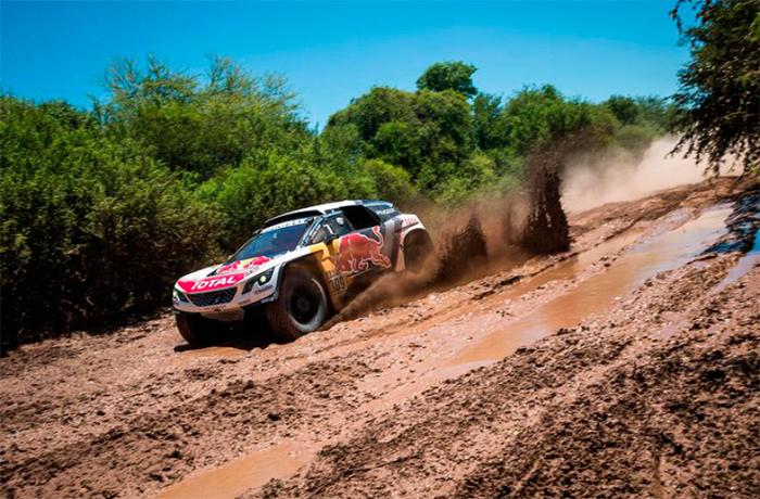 Dakar Etapa 5: Loeb gana, Peterhansel líder y Sainz fuera