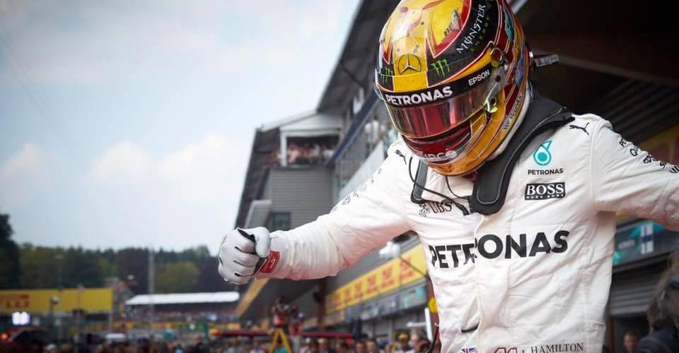 Hamilton redujo la ventaja de Vettel a solo siete puntos
