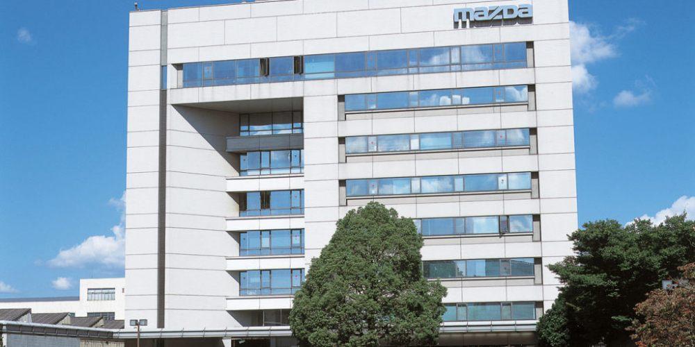 Mazda, Denso y Toyota firman un contrato para el desarrollo de tecnologías en vehículos eléctricos.