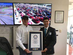 Ford de México impone récord Guinness con la Estampida Mustang