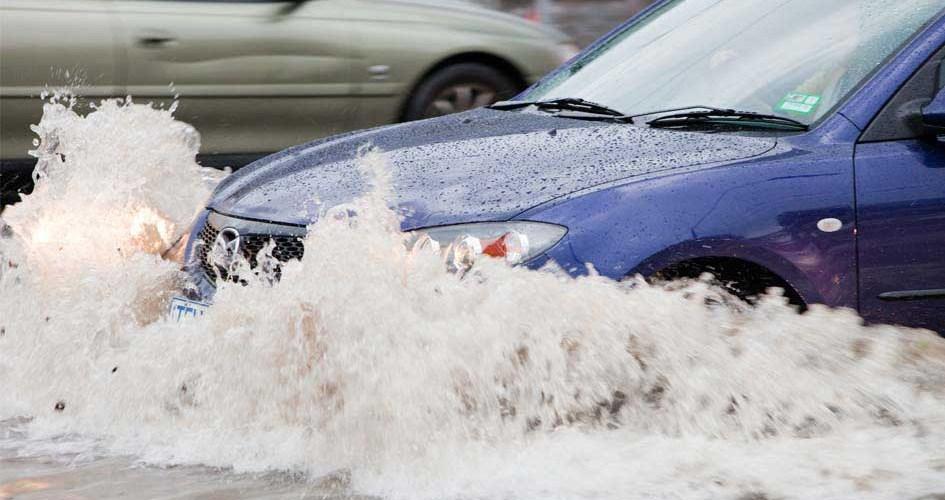 ¿Cómo secar o reparar mi auto si fue afectado por una inundación?