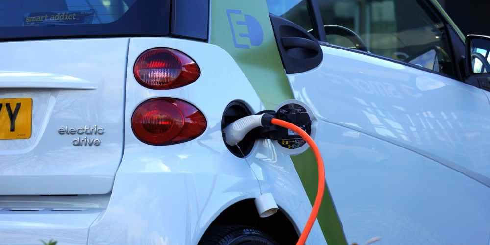 ¿Tienes o quieres un auto eléctrico? Esto es lo que necesitas saber sobre su mantenimiento