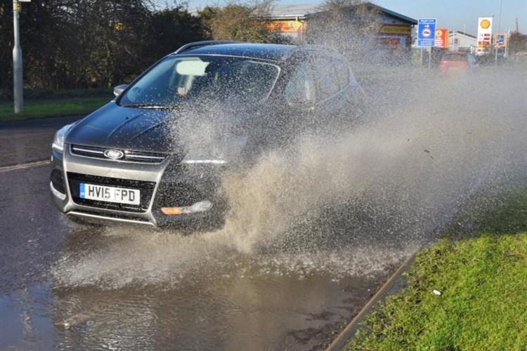 Recomendaciones para conducir seguro en lluvia, prepárese, ya inició la temporada