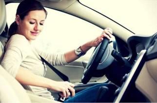 Si eres de baja estatura y vas a comprar un auto, fíjate en esto antes