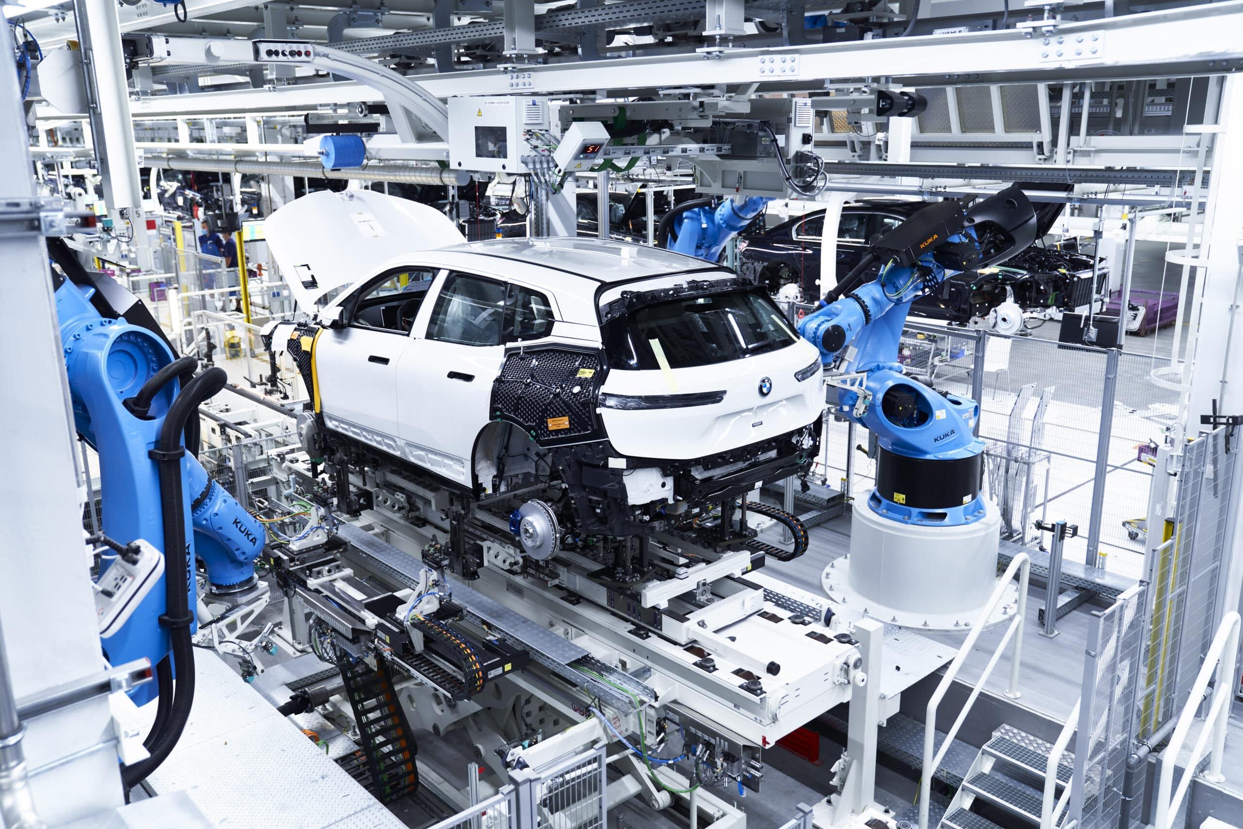 BMW comienza la producción en serie del iX eléctrico