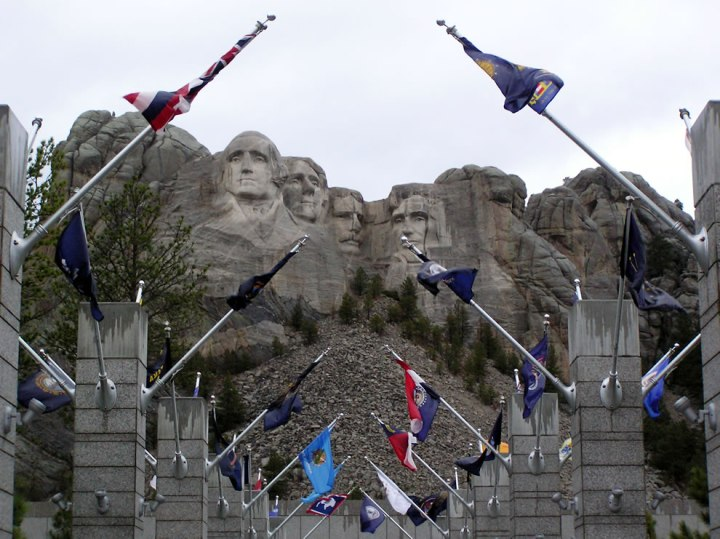 Mt-Rushmore-entrance