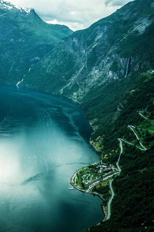 Geiranger fjord and Eagle Road, Norway. Photo by xiaoran.fr.