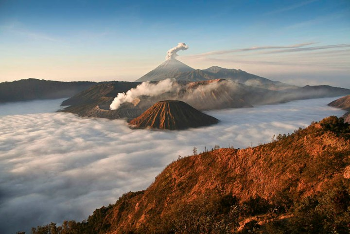 mount-bromo-volcano-eruption