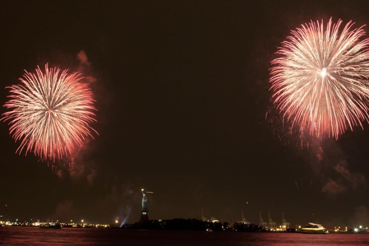 Fireworks-display-over-Statue-of-Liberty