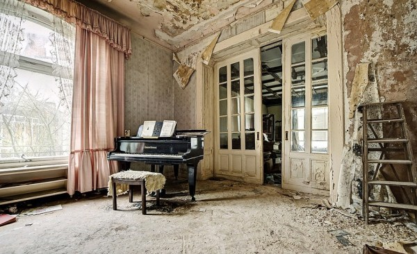 doctors-abandoned-mansion-1