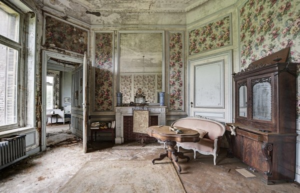 doctors-abandoned-mansion-6