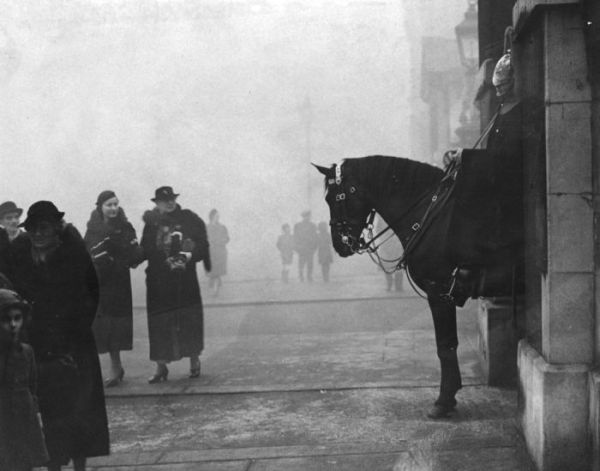 haunting_photos_of_the_london_fog_16