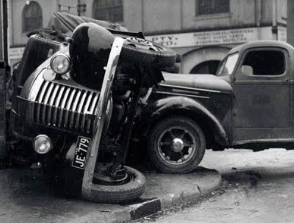 vintage-car-accidents-261