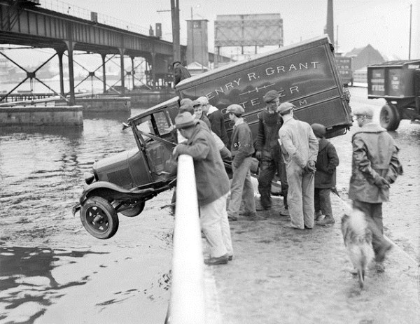 vintage-car-accidents-381