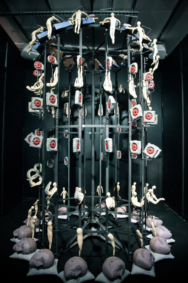 Die-Falle-by-Gregory-Barsamian,-as-part-of-Illusion-at-Science-Gallery-Dublin.-Image-by-Science-Gallery-(sciencegallery.com)