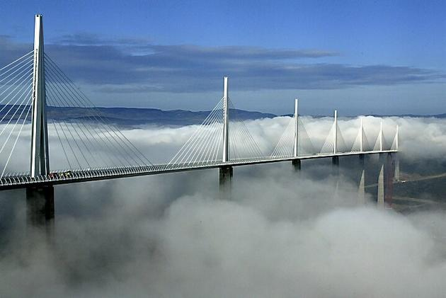 tallest_bridge_in_the_world_millau_viaduct_france5